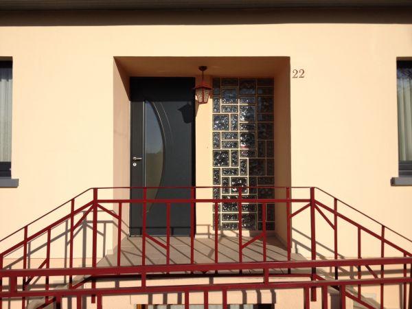 Porte d entree mixte bois alu bieber ral 7016 ext meleze - Porte d entree mixte alu bois ...